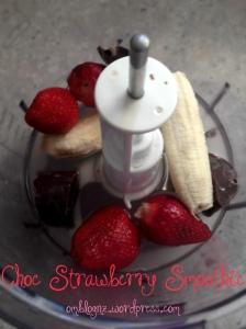 paleo, read deal, chocolate, ice cubes, banana, strawberries, coconut water, coconut, ice-cream, nice cream, smoothie